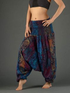 47 Chic Winter Pants Outfit Ideas That Would Great On You Lovely Style Harem Pants For Different Look Harem Pants Uk, Sarouel Pants, Harem Pants Outfit, Wide Leg Yoga Pants, Skirt Pants, Uk Fashion, Boho Fashion, Boho Outfits, Fashion Outfits