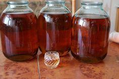 Coniac de casă – O rețetă care a trecut cu brio testul timpului - Mici secrete Wine Tote, Mason Jar Wine Glass, Wine Storage, Whiskey Bottle, Alcohol, Food, Bottle Carrier, Apple Cider Vinegar, Juice