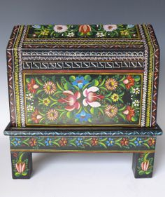 Exquisite lacquered wood box from Olinala, Guerrero.  Circa 1950.  Beautiful and in mint condition!
