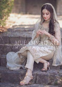 Desi Wedding Dresses, Asian Bridal Dresses, Pakistani Wedding Outfits, Pakistani Dresses Casual, Pakistani Bridal Dresses, Shadi Dresses, Bride Dresses, Pakistani Bridal Makeup Hairstyles, Beautiful Pakistani Dresses