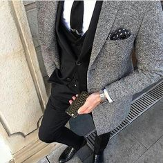 Take advantage of the classic style and versatility of a sport coat or blazer. Follow these helpful guidelines when adding a sport coat to your wardrobe.