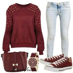 solid sweatshirt with detail on shoulders + skinny jeans + sneakers
