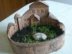 19 Ideas for tree bark moss fairy houses Clay Houses, Ceramic Houses, Ceramic Planters, Ceramic Clay, Hand Built Pottery, Slab Pottery, Ceramic Pottery, Ceramics Projects, Clay Projects