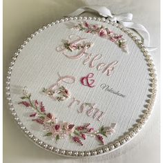 Hand Embroidery Patterns Flowers, Hand Embroidery Videos, Hand Embroidery Stitches, Silk Ribbon Embroidery, Embroidery Hoop Art, Hand Embroidery Designs, Embroidery Letters, Cushion Embroidery, Wedding Embroidery
