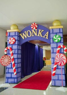 willy wonka and the chocolate factory party decorations - Yahoo Image Search Results Wonka Chocolate Factory, Charlie Chocolate Factory, Candy Themed Party, Candy Land Theme, Candy Land Party, Lollipop Party, Candy Land Christmas, Merry Christmas, Christmas Games