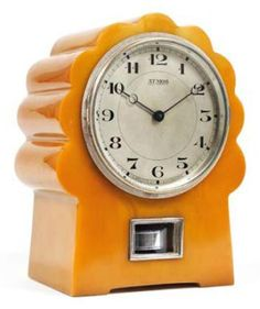 Atmos clock in Bakelite and chrome Would go great in my son's orange room Also great in a retro kitchen