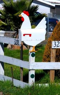 Remarkable DIY letter boxes ideas for your home Home Mailboxes, Unique Mailboxes, Diy Letter Boxes, Diy Letters, Country Mailbox, Chicken Crafts, Chickens And Roosters, Diy Box, Yard Art