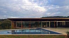 Residencia Na Serra Das Cabras 2  Este proyecto fue elaborado para un área rural de 20.000 m² Descubrilo en
