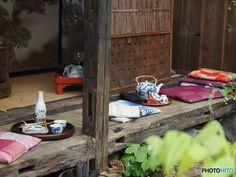 縁側っていいよね。縁側のある素敵な暮らしまとめました。 | キナリノ Inside Outside, Glamping, Art Reference, Scenery, Exterior, Japan, Architecture, Korea, House