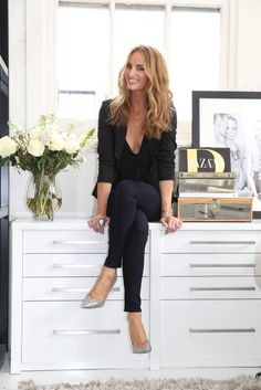 In the breathtaking NYC house by Australian designer Samantha Wills – girl photoshoot poses Professional Profile Pictures, Professional Headshots Women, Professional Portrait, Professional Image, Professional Photographer, Business Portrait, Business Headshots, Business Photos, Corporate Portrait