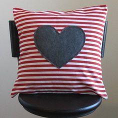 Красивые декоративные подушки ко Дню влюбленных украсят вам дом, поднимут настроение. А мастер-классы помогут сделать такую подушку своими руками.