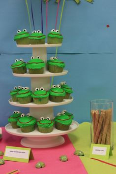 Cupcakes at a Frog Party #frog #partycupcakes