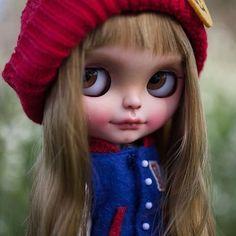 Buenos días!  #erregiro #erregirodolls #bigeyes #blythe #doll #boneca #muñeca #custom #blythedoll #carving #poupée #makeup #sculpt #maquillaje #instadoll #haircut #手首 #ブライズ #fashion #moda #ブライスドール #art #diseño #design #bangs #arte #arttoy #toy #freckles #instablythe