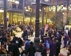hugo the movie - Google Search Hugo Cabret, Victor Fleming, Gone With The Wind, Train Station, Google Images, Behind The Scenes, Times Square, Music Videos, Movies