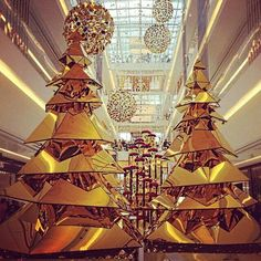 Indoor Christmas Light Ideas for a Memorable Christmas - Best Design & Ideas Modern Christmas, Christmas 2016, Beautiful Christmas, Christmas And New Year, Christmas Time, Merry Christmas, Holiday Tree, Xmas Tree, Christmas Decorations