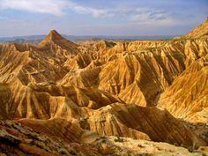 Parque Natural de belleza salvaje declarado Reserva de la Biosfera por la UNESCO: las Bardenas Reales de #Navarra --> http://www.turismo.navarra.es/esp/organice-viaje/recurso/Patrimonio/3023/Parque-Natural-de-las-Bardenas-Reales.htm