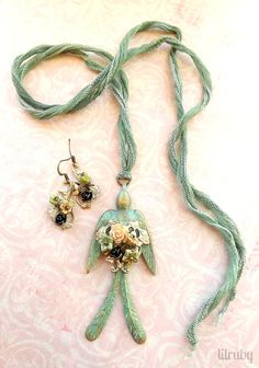 Spring necklace set with lovely vintage bird by lilruby