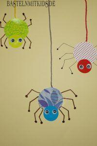 Make spider - more spiders for Halloween - crafts with children - Basteln mit kindern - Diy Halloween, Halloween Crafts For Kids, Fall Crafts, Happy Halloween, Arts And Crafts, Halloween Tipps, Halloween Halloween, Holiday Crafts, October Crafts