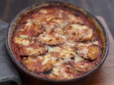 Découvrez la recette Aubergines au gratin sur cuisineactuelle.fr.