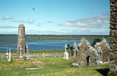 Clonmacnoise by Alan Murray-Rust, via Geograph
