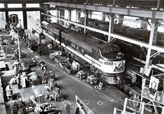 Inside look at L&N car shops. The shops were on Floyd Street in Louisville, KY and later torn down to build Papa Johns-Cardinal stadium. Train Pictures, Old Pictures, Old Photos, Vintage Pictures, University Of Louisville, Louisville Kentucky, Railroad History, My Old Kentucky Home, Train Tracks