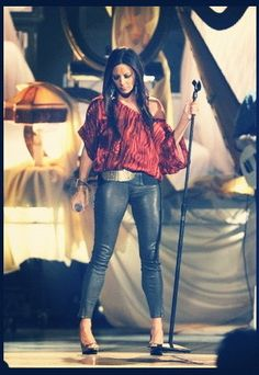 Sara Evans  (wasn't overly impressed - glad it was a free concert!)