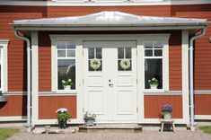 Tranan - Fiskarhedenvillan Swedish House, White Trim, Design Consultant, Clematis, Country Style, Building A House, Entrance, Garage Doors, Villa