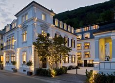 Set in a striking white, 19th-century villa, this boutique hotel is designed by renowned Italian designers, Michele and Christine Bonan, and mixes romanticism with contemporary flair. The cool, elegant lines of the façade are echoed inside, and neutral colour schemes highlight the unique, custom-designed furnishings. Here and there, you'll find reminders of Heidelberg's lofty past, with sculptural busts and silhouettes of the town's famous residents. Small Luxury Hotels, Luxury Travel, Beautiful Hotels, Beautiful Places, Romantic Hotel Rooms, Florence Italy, Mansions, Architecture, Cottages