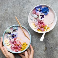 Happy Sunday! What are you having for breakfast? Make it beautiful like these smoothie bowls  Pic @anettvelsberg