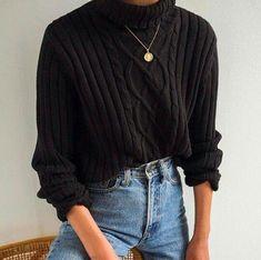 503535cb36 Herbst Winter minimalistischen Stil. Einfaches Outfit. Schwarzer Pullover
