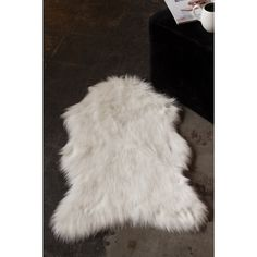 Luxe Gordon Off White 3-feet Long x 2-feet Wide Faux Sheepskin Throw Rug