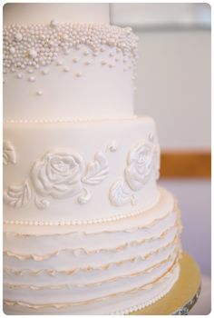 Melanie Bennett Photography Mountain Wedding Drayton Valley Photographer Wedding Cake