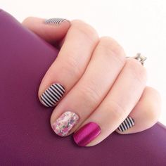 Jamberry nails combo Rayas blancas y negras Rosa Flores