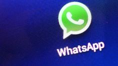 Wo bin ich? Den Standort eines Nutzers kann WhatsApp schon länger anzeigen. Nun auch die Bewegungen über mehrere Stunden. (Quelle: dpa/Jens Kalaene)