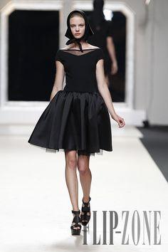 Jesús del Pozo Spring-summer 2012 - Ready-to-Wear - http://www.flip-zone.com/fashion/ready-to-wear/independant-designers/jesus-del-pozo-2421