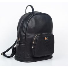 Mochila de Cuero Negra con Bolsillos Black Backpack, Leather Backpack, School Backpacks, Just In Case, Fashion Backpack, Handbags, Boho, Shoe Bag, My Style