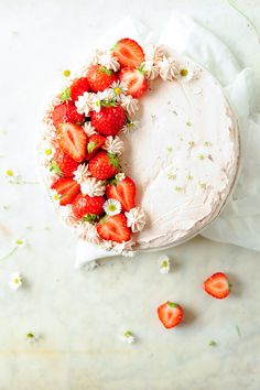Chocolate with strawberries is probably the most delicious fruit combo. This chocolate cake is light with a strong chocolate taste, which goes perfectly with the fresh strawberries and delicate mascarpone cream. I really love this cake with all of its pretty colors. It's delicious and easy to make, it makes the perfect dessert that pretty much everyone will enjoy