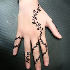 Mehendi (Lawsonia inermis) is a small freckle whose leaves are used to make girlfriends Henna Tattoo Designs Simple, Finger Henna Designs, Mehndi Designs For Fingers, Wedding Mehndi Designs, Best Mehndi Designs, Henne Tattoo, Henna Nails, Henna Tattoo Hand, Henna Drawings