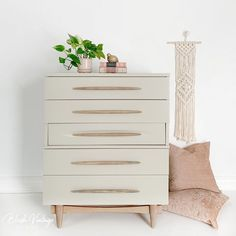 Upcycled Furniture, Furniture Projects, Furniture Makeover, Vintage Furniture, Cool Furniture, White Furniture Inspiration, Grey Painted Furniture, Wood Dresser, How To Distress Wood
