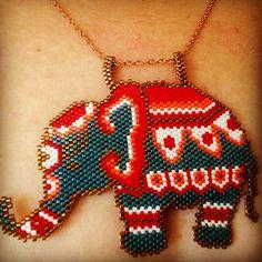 Elephant &fil kolye Beaded Earrings Patterns, Beaded Bracelets, Beading Patterns, Beaded Necklace, Beaded Banners, Elephant Bracelet, Peyote Beading, Beaded Animals, Smileys