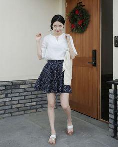 Dress Up Confidence! 66girls.us Floral Pull-On Skirt (DHSO) #66girls #kstyle #kfashion #koreanfashion #girlsfashion #teenagegirls #younggirlsfashion #fashionablegirls #dailyoutfit #trendylook #globalshopping