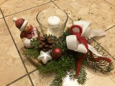 Gesteck mit Glas version 2, 2017 Christmas Wreaths, Table Decorations, Holiday Decor, Furniture, Home Decor, Glass, Christmas Garlands, Homemade Home Decor, Holiday Burlap Wreath