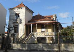 Edifício no ângulo das ruas 19 e 26, onde, durante muitos anos, esteve instalada a Academia de Música de Espinho.