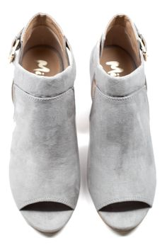Elie Bootie Shoe Boots, Shoes Sandals, Crazy Shoes, Pumps, Heels, Types Of Fashion Styles, Autumn Winter Fashion, Footwear, Booty