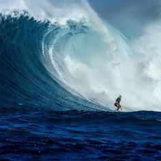 Bethany Hamilton continues to defy all odds while tackling the beast that is Jaws.  #SurfsLikeAGirl Photo: @lieberfilms