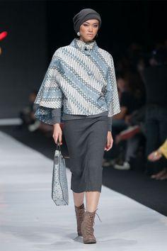 Jakarta Fashion Week 2014 – Galeri Batik Jawa – The Actual Style<br> Modern Hijab Fashion, Batik Fashion, Muslim Fashion, Trendy Fashion, Womens Fashion, Dress Fashion, Batik Kebaya, Batik Dress, Outer Batik