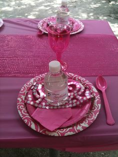 Table settings at a Princess Party #princess #partytable
