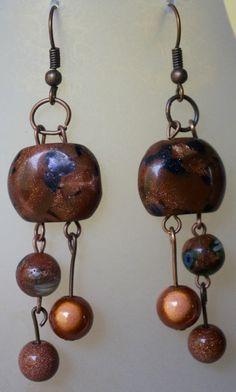 Les boucles d'oreilles avec perles semi-précieuses de nouvelle-zélande.  http://www.alittlemarket.com/boucles-d-oreille/boucles_d_oreilles_aux_perles_semi_precieuses_avec_nuances_de_marron_-5089305.html