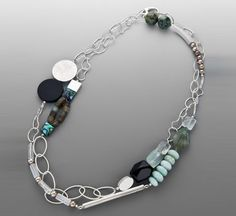 Elegant mixed silver bead/chain portions with bead accents Colliers Trendy Jewelry, Jewelry Trends, Jewelry Art, Beaded Jewelry, Jewelry Necklaces, Jewelry Design, Statement Necklaces, Necklace Designs, Beautiful Necklaces