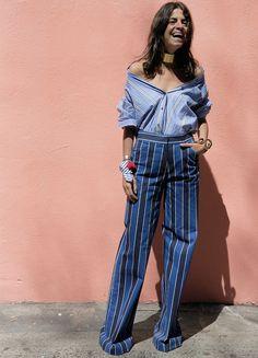 leandra medine camisa off the shoulder look 3. Ombros de Fora: a blogueira Leandra Medine inventou moda e usou sua camisa usando uma tendência que amamos, as blusas de ombros de fora. O truque é não fechar os primeiros botões, levando a camisa aos ombros e deixando-os totalmente à mostra. Trendy e estilosa!